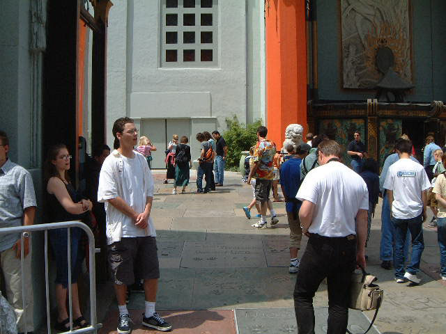 Tourists at Chinese Theater Pic